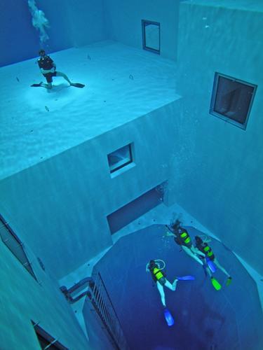 La piscina más profunda del mundo 20070514234240-dive-site-photo-Nemo_33-nemo_6